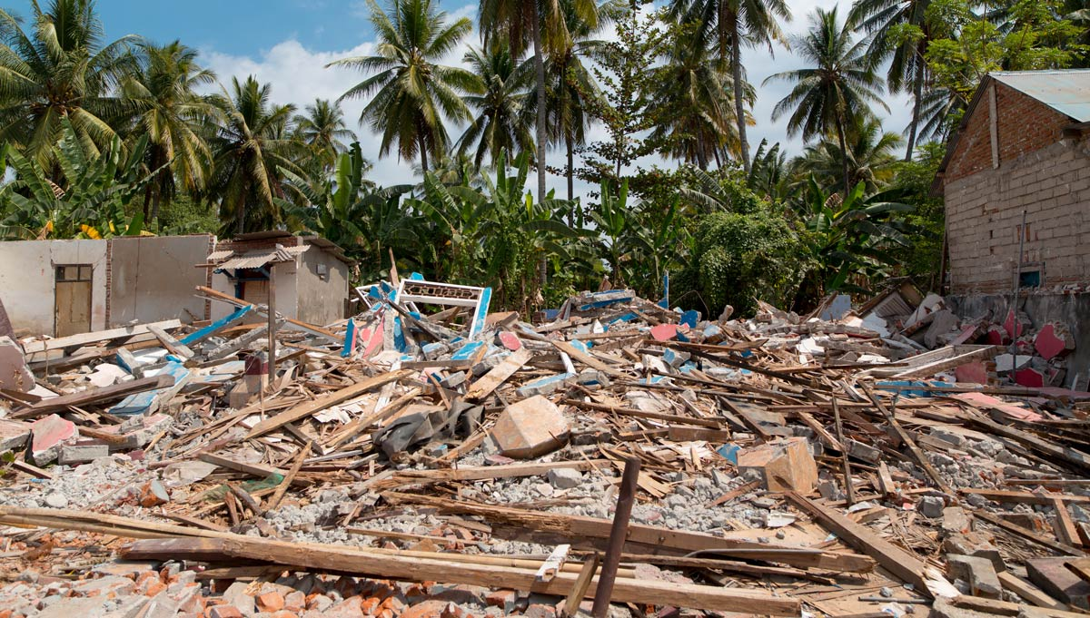 Dunia Baru delivers earthquake relief